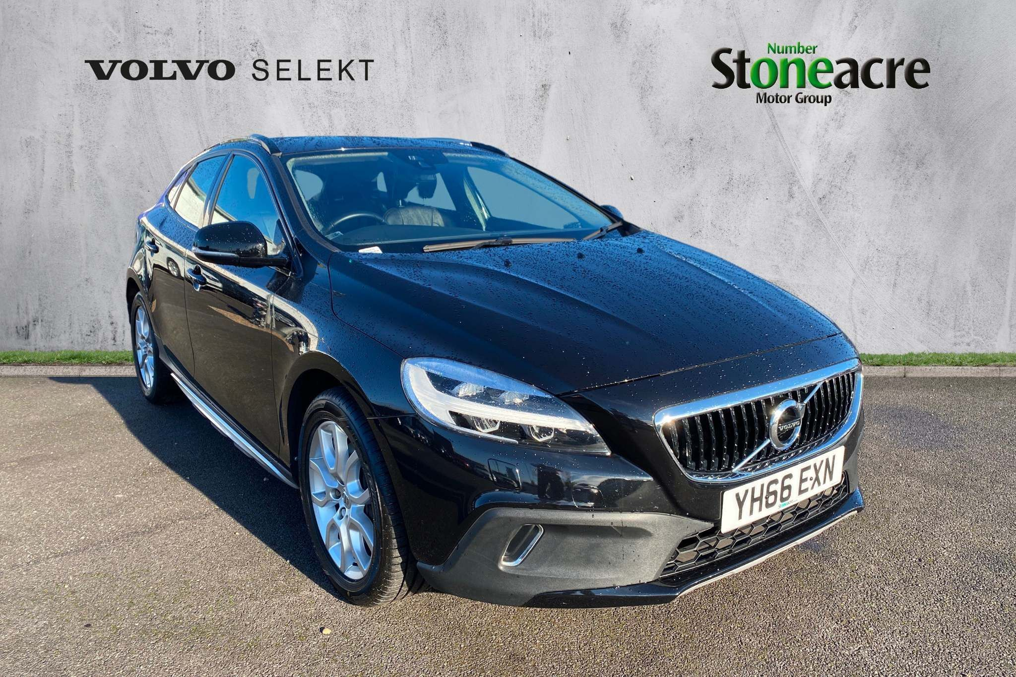 2016 Volvo V40 1.5 T3 Cross Country Pro (66 reg)